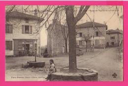 CPA (Réf : PA051) GLÉNA  (15 CANTAL) Place De L'église Et La Fontaine (animée, Petite Fille, épicerie) - France