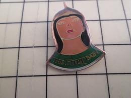 PIN610e Pin's Pins : BEAU ET RARE :  REINE D'EGYPTE CLEOPATRE THE FIRST BATH - Berühmte Personen