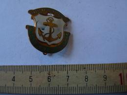 Insigne Décoration Broche Ancienne  émaillée Patronage Catholique Saint étienne Du Rouvray Ancre Marine - Army & War