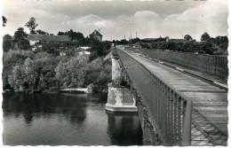 215, Villeneuve-sur-Allier. Pêche, Baignade, Camping. La Chaumière Et Le Pont Sur Allier. (03 Allier). - Autres Communes