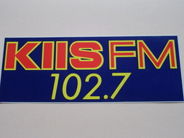 KIIS FM 102.7 ( Zie Foto Voor Details ) 21,5 X 8 Cm. - Zelfklever Sticker Autocollant U.S.A. - VS ( CA - Los Angeles ) ! - Reclame
