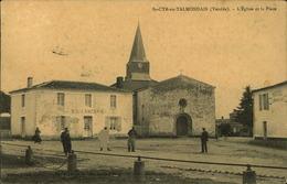 N°717 RRR GG SAINT CYR EN TALMONDAIS  LA PLACE ET L EGLISE - Autres Communes