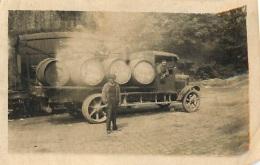 PHOTO ORIGINALE  CAMION DE LIVRAISON DE VIN  ET WAGON CITERNE PARFAIT ETAT - Coches