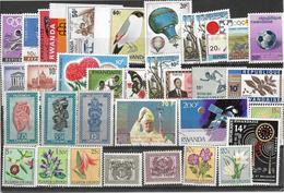 7Rr-799: Restje Van + 30 Zegels Waarvan Ook Wat Van Na De Onafhankelijkheid.... Om Verder Uit Te Zoeken... - Ruanda-Urundi