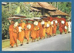 SRI LANKA BUDDHIST MONKS - Sri Lanka (Ceylon)
