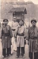 TONKIN  - Région De Caobang (Quang Uyen) Femmes Nongs Et Jeune Homme - Vietnam