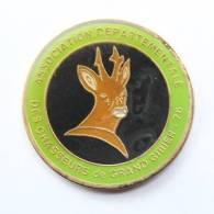 Pin's Association Départementale Des CHASSEURS DE GRAND GIBIER Du 76 - Daguet - E.P -  H128 - Associations