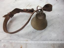 Ancienne Cloche Grand Format , Pas De Marque , Pas De Dessin - Bells