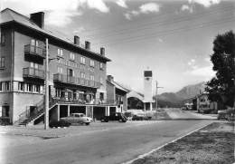 ALPES DE HAUTE PROVENCE  04  LARCHE  HOTEL DE LA PAIX  AUTOMOBILES  CITROEN TRACTION - PANHARD PL - Francia