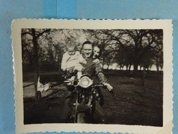 Moto Photo Couple Et Enfant /1/ - Photos
