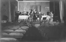 CARTE PHOTO ALLEMANDE    MONTAIGU   1918  THEATRE SPECTACLE - Autres Communes