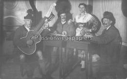 CARTE PHOTO ALLEMANDE    MONTAIGU   1918  THEATRE SPECTACLE MUSICIENS - Autres Communes