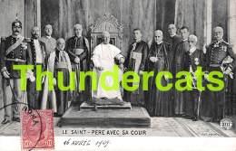 CPA  LE SAINT PERE AVEC SA COUR - Saints