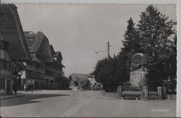 Escholzmatt - Dorfpartie Mit Denkmal, Animee - Photo: Globetrotter No. 6103 - LU Luzern