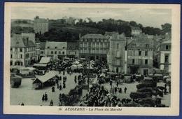 29 AUDIERNE La Place Du Marché ; Camions, Voitures, étals - Animée - Audierne