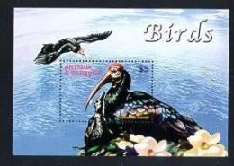 ANTIGUA & BARBUDA   2710  MINT NEVER HINGED SOUVENIR SHEET OF BIRDS - Non Classés