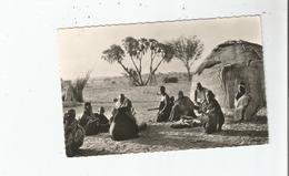 NIAMEY (NIGER) 2257 REPOS DU SOIR (BELLE ANIMATION DEVANT UNE CASE) - Niger