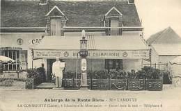 D-18-136 : LA COMMODITE PRES MONTARGIS. MAISON LAMOTTE. AUBERGE DE LA ROUTE BLEUE. POSTE A ESSENCE. POMPE. - France