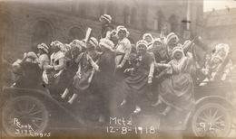 Photo Décembre 1918 METZ - Défilé D'enfants En Costume Traditionnel (A190, Ww1, Wk 1) - Metz