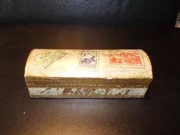Boite à Timbres En Bois Doré ( 15 X 6 X 5 Cm 110 Grammes ) - Boîtes/Coffrets