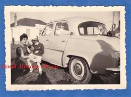 Photo Ancienne Snapshot - Petite Fille Majorette & Sa Mére - Automobile à Identifier Jouet Toy Auto Girl Enfant - Cars