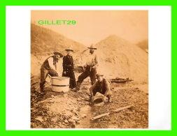 FEMMES - PANNING FOR GOLD IN THE KLONDIKE, ALASKA, 1899 - PHOTO BY B. W. KILBURN -  DIMENSION 12 X 16 Cm - - Femmes