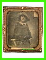 FEMMES - MARY A. McCLOSKEY  IN 1855 -  DIMENSION 12 X 16 Cm - - Femmes