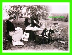 FEMMES - MALBOROUGH SCHOOL GIRLS WITH ART HISTORY BOOKS, LOS ANGELES, CA IN 1895 -  DIMENSION 12 X 16 Cm - - Femmes
