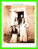 FEMMES - SANTA BARBARA WOMEN IN 1880 - PHOTO BY CARLETON E. WATKINS  -  DIMENSION 12 X 16 Cm - - Femmes