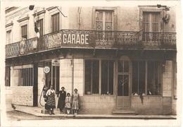 Dépt 72 - MAYET (angle Grande Rue / Pl. De L'Hôtel-de-Ville) - CARTE-PHOTO (9 X 13 Cm) GARAGE CITROËN - Pompe à Essence - Mayet
