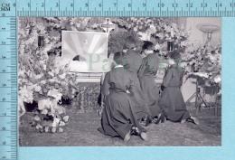 INSOLITE Les Quintuplées Dionne # 75 -  Photo Décès De Émilie En 1954 à L'age De 20 Ans, Au Salon Funéraire, - Célébrités