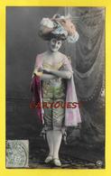 CPA FEMME Chapeau Robe - Femmes