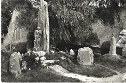 PLOZEVET - Les Monuments Aux Morts - Plozevet