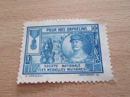 TIMBRE OU VIGNETTE / Années 20/30 MARECHAL PETAIN POUR NOS ORPHELINS SOCIETE NATIONALE DES MEDAILLES MILITAIRES - Cinderellas