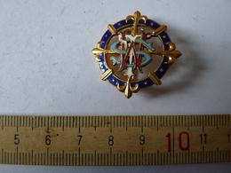 Insigne Décoration Broche Breloque Ancienne Croix Fleur De Lys Bleu Marine étoile  Roue - Army & War