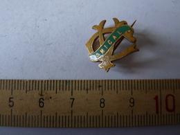 Insigne Décoration Broche Breloque Ancienne AMICAL V C - Army & War
