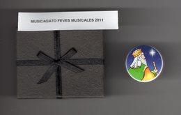 RARE Fève Plastique Musicale (JINGLE BELL) Qui Fonctionne Bien 2011 - ROI MAGE Avec Son Coffret (piles Inclues) - - Personnages