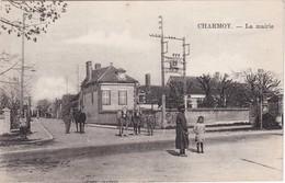 CHARMOY - La Mairie - Chevaux - Animé - Andere Gemeenten