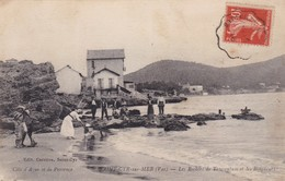83 / SAINT CYR SUR MER / LES ROCHERS DE TAUROENTUM ET LES BAIGNEURS - Saint-Cyr-sur-Mer