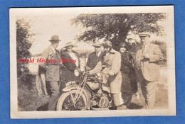 Photo Ancienne - Homme Sur Sa Moto - Modèle à Identifier - Voir Immatriculation - Automobiles