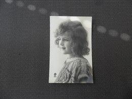 Fillette ( 212 )  Enfant - Kind - Meisje - Enfants