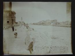GARD / Cliché Ancien Du GRAU DU ROI ,vue Sur Le Canal ,vers Aigues-Mortes .Sémaphore ? Phare ? à Dte-daté1938 - Places