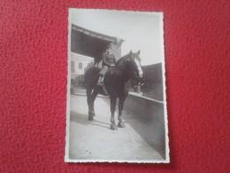 ANTIGUA POSTAL FOTOGRÁFICA POST CARD CARTE POSTALE PHOTO JOVEN MONTADO A CABALLO. HORSE VER FOTO/S Y DESCRIPCIÓN. - Fotografía