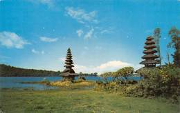 "07333 ""TWO BEAUTIFUL MARUS (PAGODA) OF TJANDI KUNING - LAKE BATRAN - BEDUGUI - BALI - INDONESIA"" CART. ORIG. NON SPED. - Indonesia"
