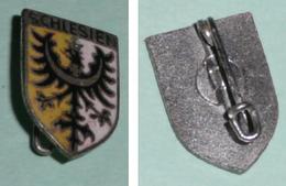 Rare Ancienne Petite Broche En Métal émaillé, Ecusson Schlesien, Silésie, Héraldique, Aigle Couronné - Obj. 'Souvenir De'
