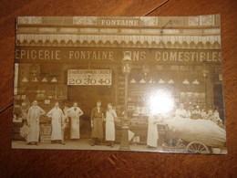 Photo Groupe Employes Devant Epicerie - France