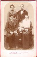 Photographie Ancienne Par A. Mallet à Montréjeau (31), Portrait De Groupe Vers 1895, 3 Générations, Béret Et Fichu - Antiche (ante 1900)