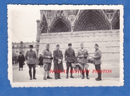 Photo Ancienne - REIMS - Groupe De Militaire / Officier Devant La Cathédrale Protégée - 1939 Ww2 Chien Dog - Guerre, Militaire