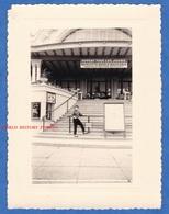 Photo Ancienne - EVIAN Les BAINS - Le Casino - Roulette / Boule / Baccara - Affiche Armand Mestral - Lieux