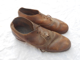 Paire De Chaussures  Basse Modele Troupe De L Infanterie Ou De Cantiniere - Uniforms